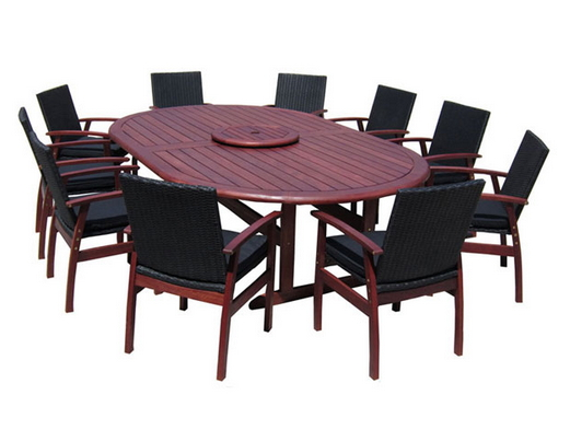 Oval Table with Dallas wicker chairs